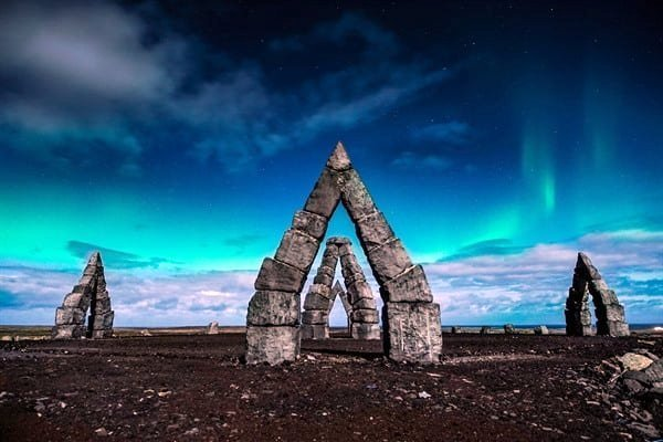 >Heimskautagerðið er einn þeirra staða við norðurströndina sem vert er að sækja heim. Mynd: Northice…