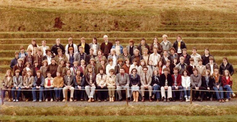 Starfsfólk og nemendur skólans vorið 1980. Mynd: fnv.is